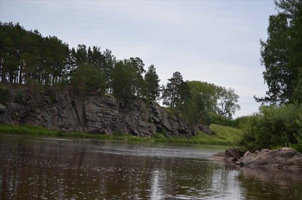 Скалы на левом берегу