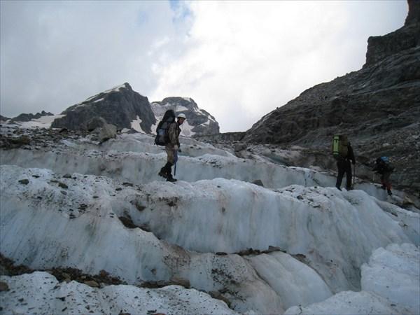 На леднике Мырды
