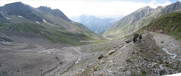 Спуск по боковой марене в долину Ак-тебе