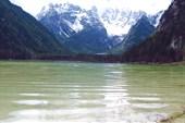 Озеро Ландро, вид на пик Кристалло, парк трех вершин, Италия