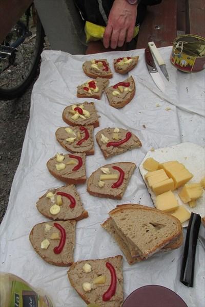 Обед у гратарни в лесу, Австрия