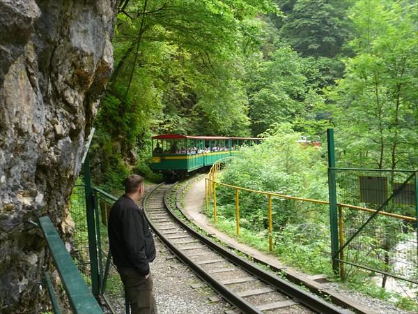Приближается туристический поезд
