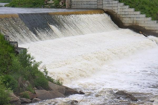 Плотина в Нейво-Шайтанске (основной слив)