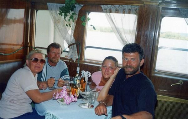 """Команда """"Волга-1998"""". Домой на теплоходе."""