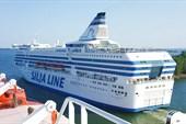 Silja Simpfony выходит в море.