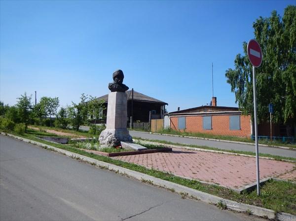 Посёлок Висим. Памятник Д.Н. Мамина-Сибиряка.