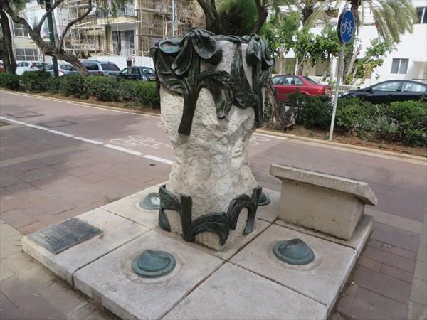005-Памятник