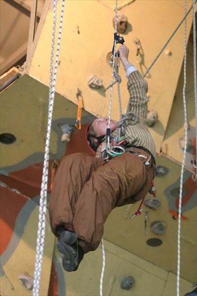 Такой изящный поворот туловища возможен только на веревке!