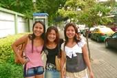 Улыбчивые тайские девушки всегда рады позировать )