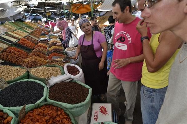 На Ошском рынке с Тахиром.