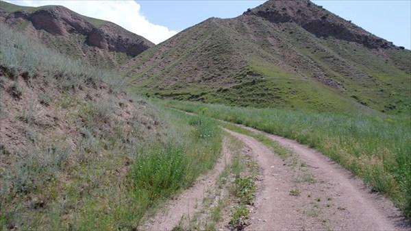 А там выше новый перевал - безымянный 1795 м