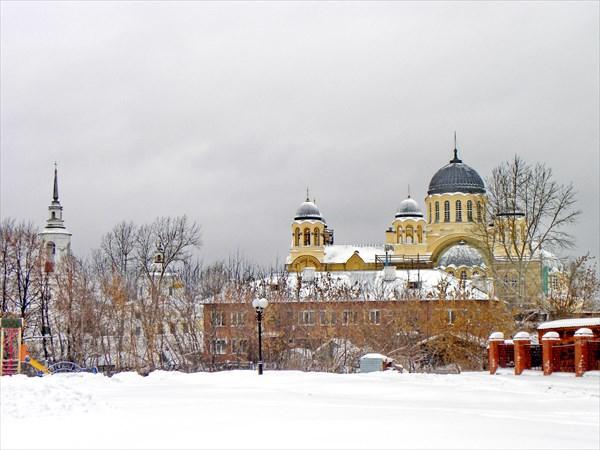 Вид на Крестовоздвиженский собор