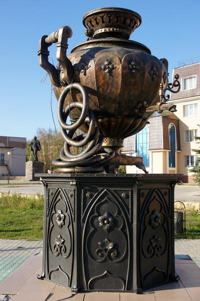 Памятник самовару
