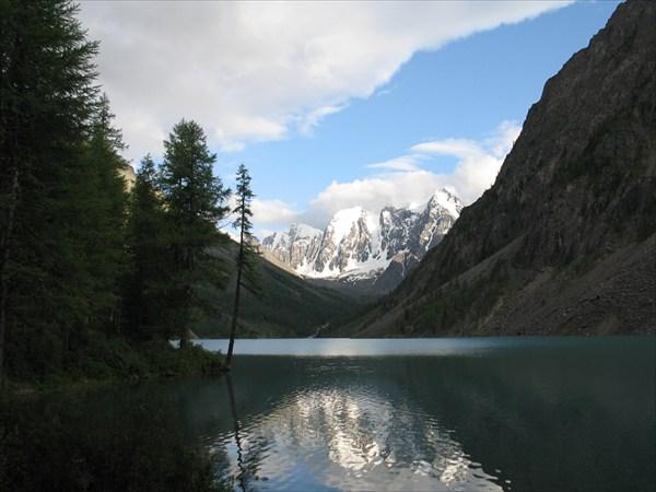 на фото: Шавлинское озеро.