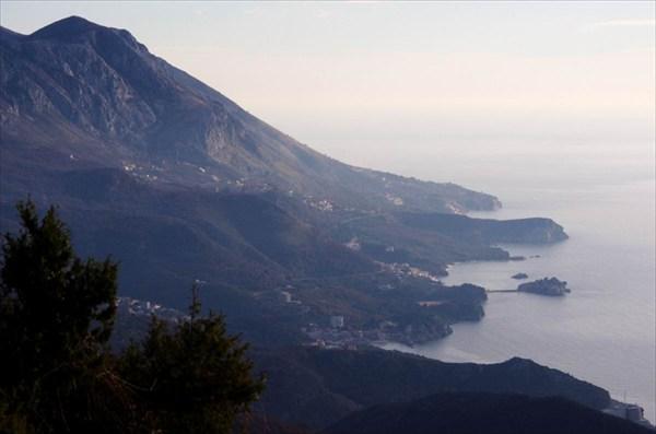 2013-01-04--17-03-17 остров Свети Стефан с дороги на Цетине