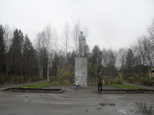 на фото: детский парк. г Ухта