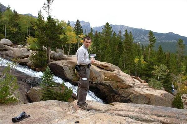 Там же,взобрвшись на каменное плато,пообедал