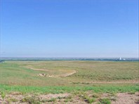 Огромные,незаселённые пространства поросшие чахлой травой.
