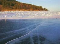 С моря подходов к мысу Соболева нет - полоса прибрежных торосов