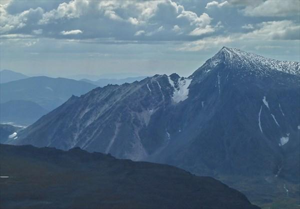 Вид с вершины Лядхэй на гору Нгэтенапэ