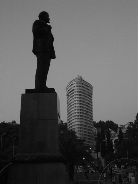 Паятник Ленину, 1957 площадь Искуств, Сочи