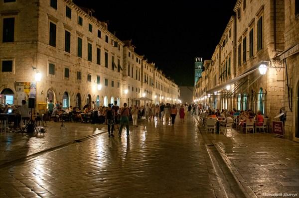 Главная улица Дубровника, Страдун