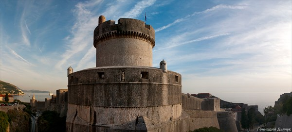 Крепостные стены Дубровника. Башня Минчета.