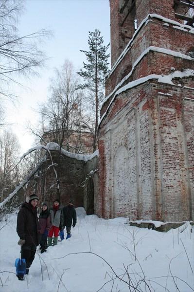 Первые минуты у церкви Пустопольского погоста