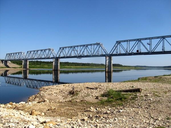 на фото: Ж.д. мост через Пинегу
