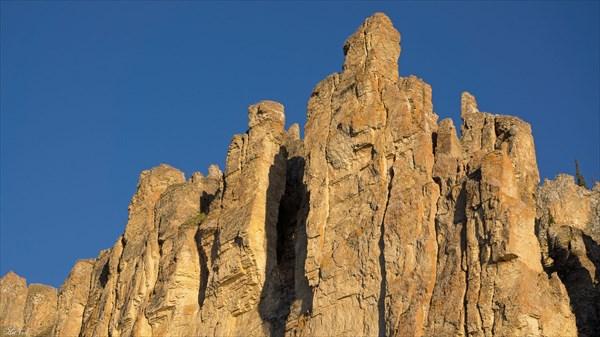 Скальные стены
