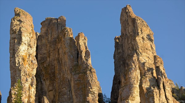 Фрагмент верхушки столбов