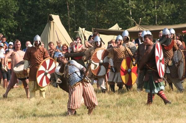 Непристойные жесты перед выходом на поле боя