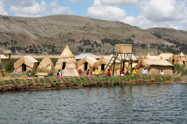 На берегу знаменитого озера Титикака