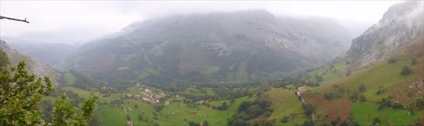 Вид сверху на долину
