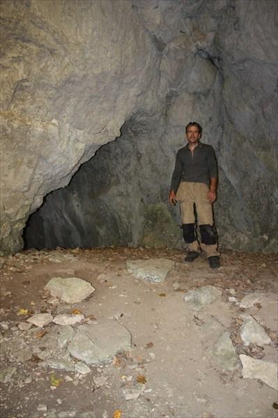 У входа в Пещеру Вертолетную