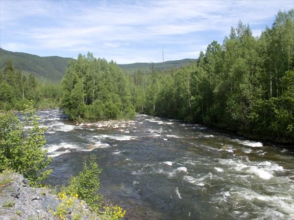 Река все больше
