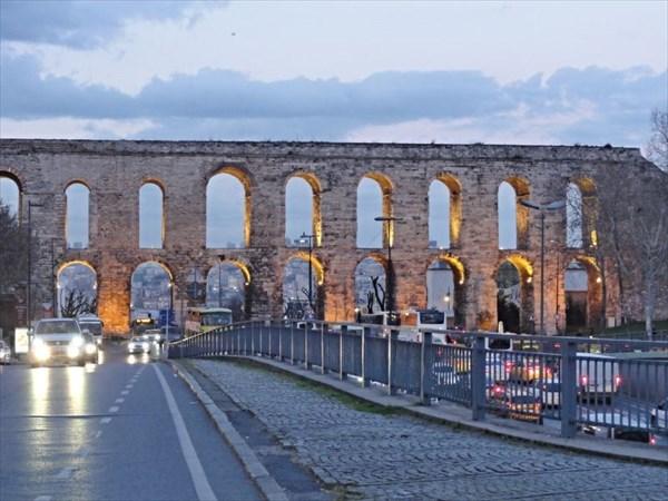 на фото: Акведук Валента