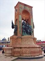 12-метровый монумент «Республика» (Cumhuriyet An?t?)