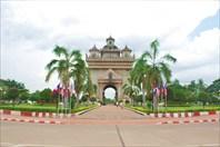 Триумфальная арка во Вьентяне