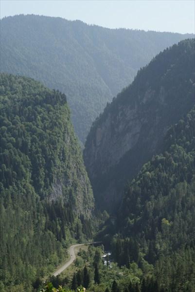 Дорога на озеро Рица