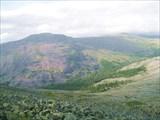 9. Долина ручья между южной и центральной частями хребта