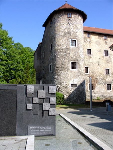 И ещё один замок. Огулин, замок и памятник