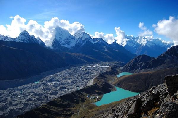 Ngozumpa Glacier and Gokyo Lakes