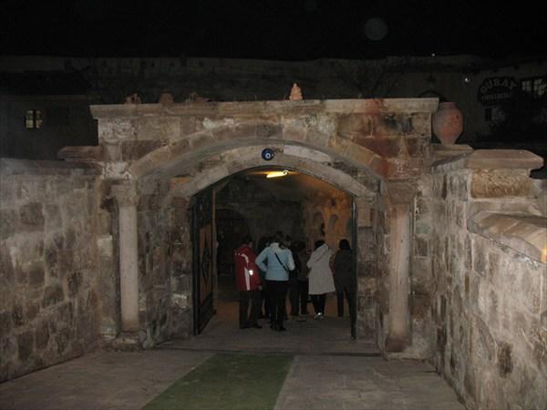 Вход в гончарную мастерскую в пос. Аванос