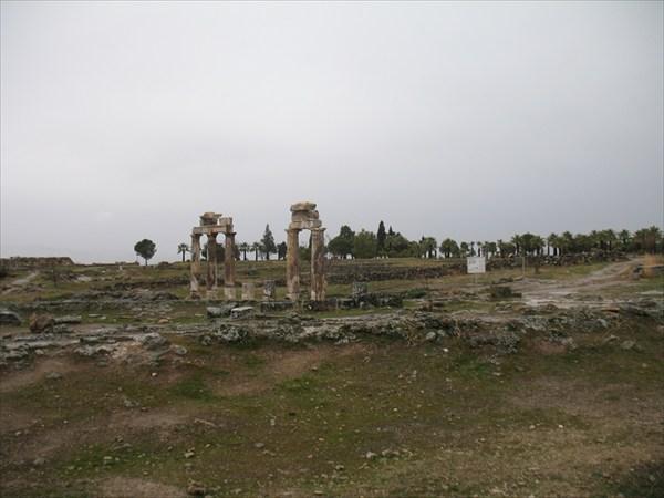 Остатки древнего города