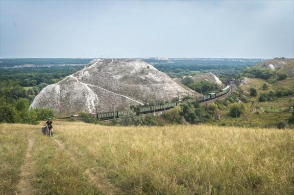 Железная дорога. Говорят, при ее строительстве многие пещеры и п