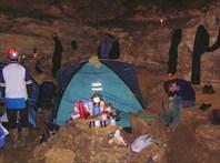 Центр лагеря. Илья за рукоделием
