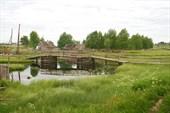 Деревянный мост в ручье (деревня Энгозеро)