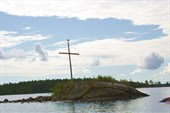 Остров с крестом и чайкой на нем:)