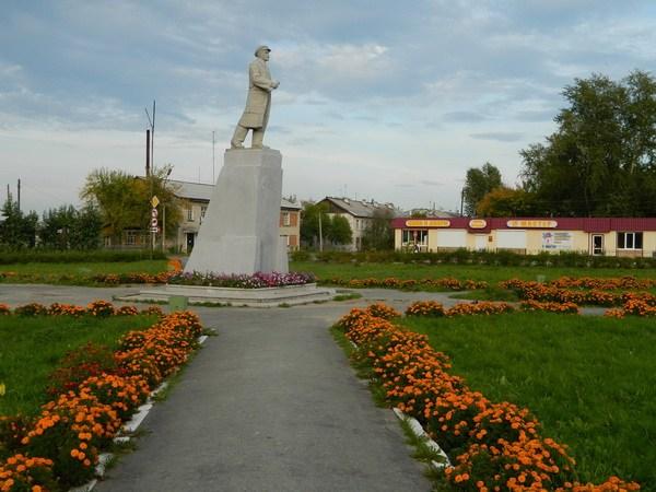Памятник Ленину в Тавде.